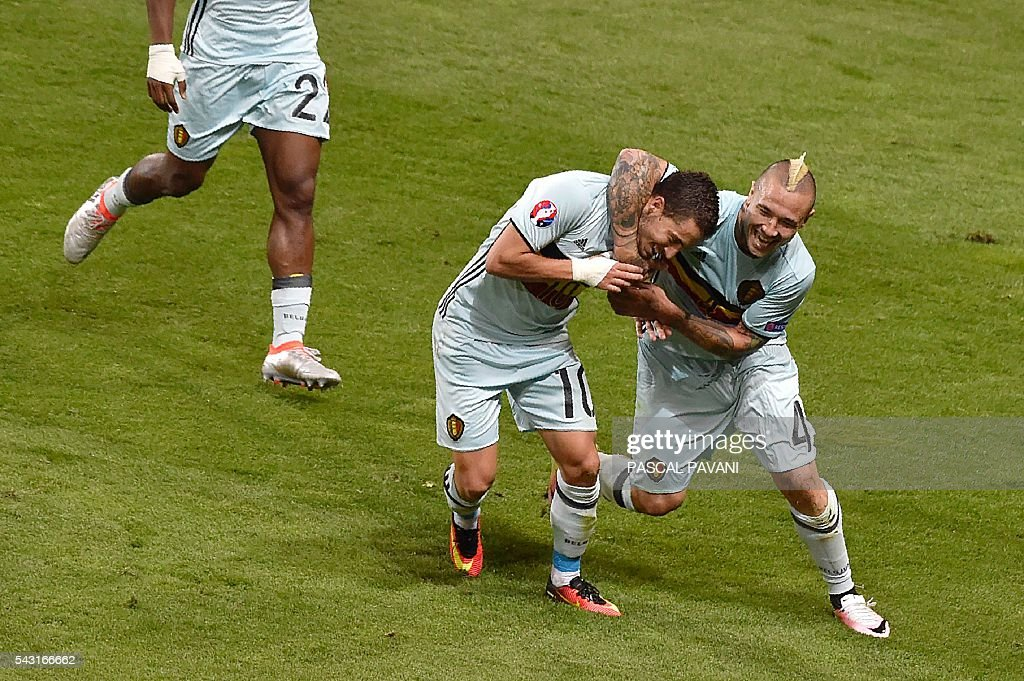 Belgium's forward Eden Hazard (C) celebrates with Belgium's midfielder Radja Nainggolan after scoring his team's third goal during the Euro 2016 round of 16 football match between Hungary and Belgium at the Stadium Municipal in Toulouse on June 26, 2016. / AFP / Pascal PAVANI