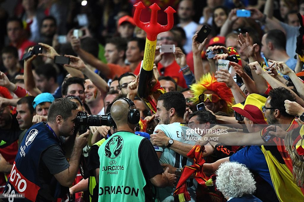 Belgium's forward Eden Hazard (C) celebrates with supporters after winning the Euro 2016 round of 16 football match between Hungary and Belgium at the Stadium Municipal in Toulouse on June 26, 2016. / AFP / PASCAL