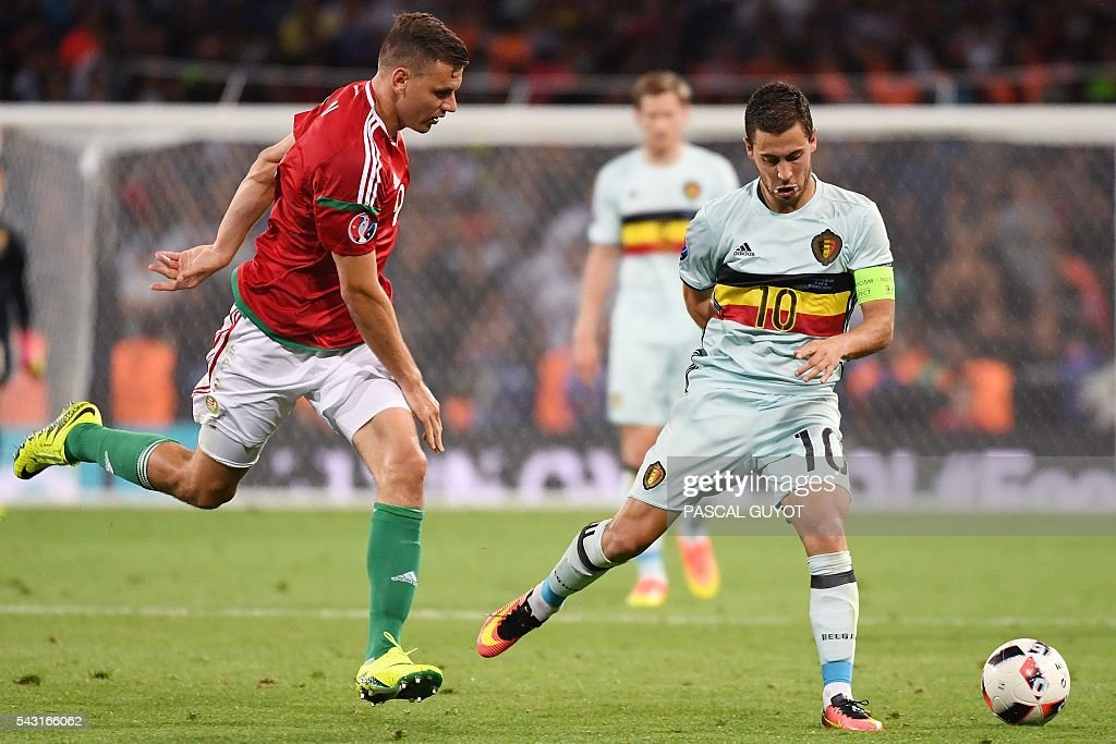 Belgium's forward Eden Hazard (R) vies Hungary's forward Adam Szalai during the Euro 2016 round of 16 football match between Hungary and Belgium at the Stadium Municipal in Toulouse on June 26, 2016. / AFP / PASCAL