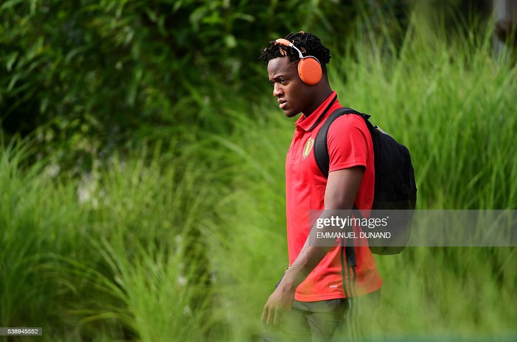 Belgium's forward Michy Batshuayi arrives for a training session at Le Haillan, on June 9, 2016, on the eve of the beginning of the EURO 2016 football tournament. / AFP / EMMANUEL
