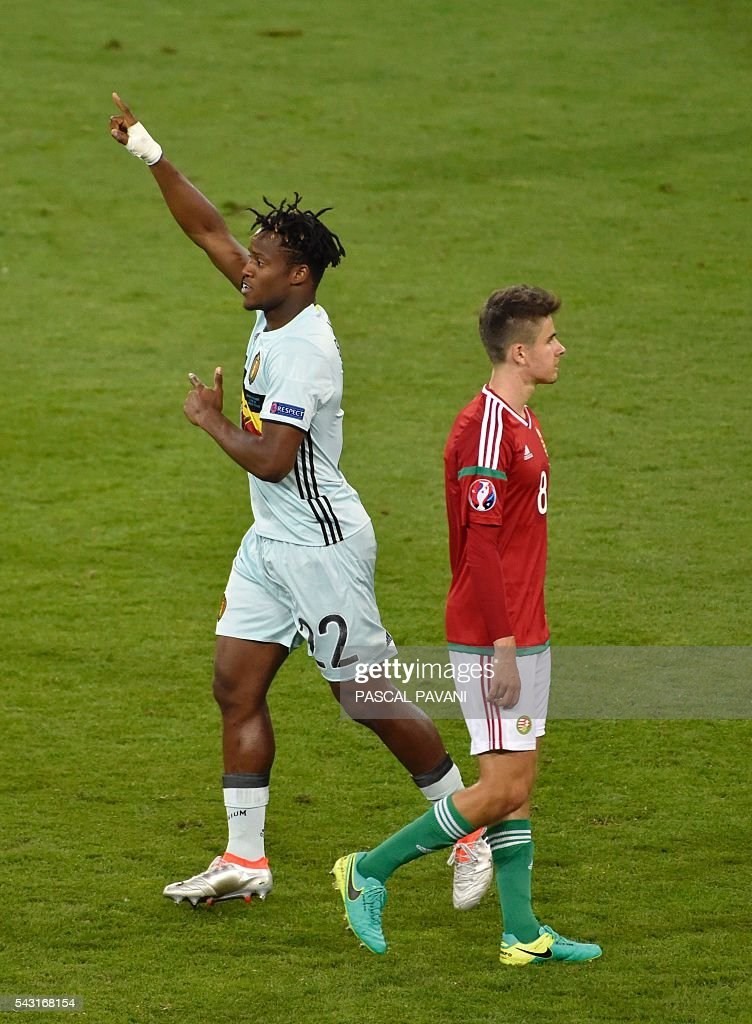 Belgium's forward Michy Batshuayi (L) celebrates his goal during the Euro 2016 round of 16 football match between Hungary and Belgium at the Stadium Municipal in Toulouse on June 26, 2016. / AFP / Pascal PAVANI