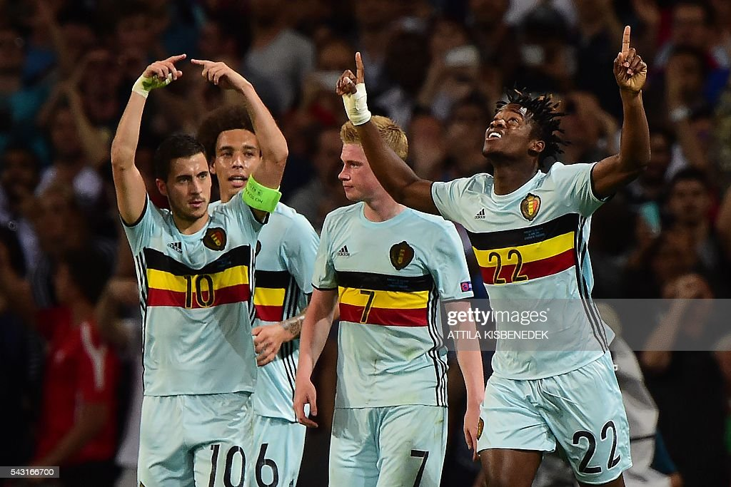 Belgium's forward Michy Batshuayi (R) celebrates with teammate after scoring his team's second goal during the Euro 2016 round of 16 football match between Hungary and Belgium at the Stadium Municipal in Toulouse on June 26, 2016. / AFP / Attila KISBENEDEK