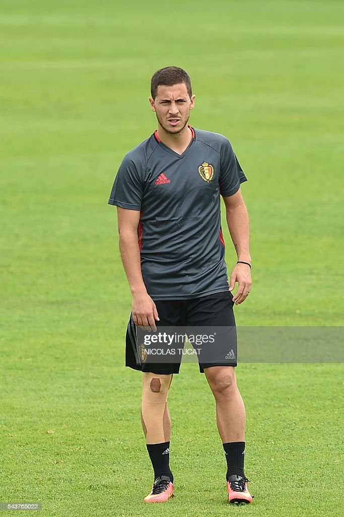 Belgium's forwards Eden Hazard takes part in a training session during the Euro 2016 football tournament at Le Haillan on June 30, 2016. / AFP / NICOLAS