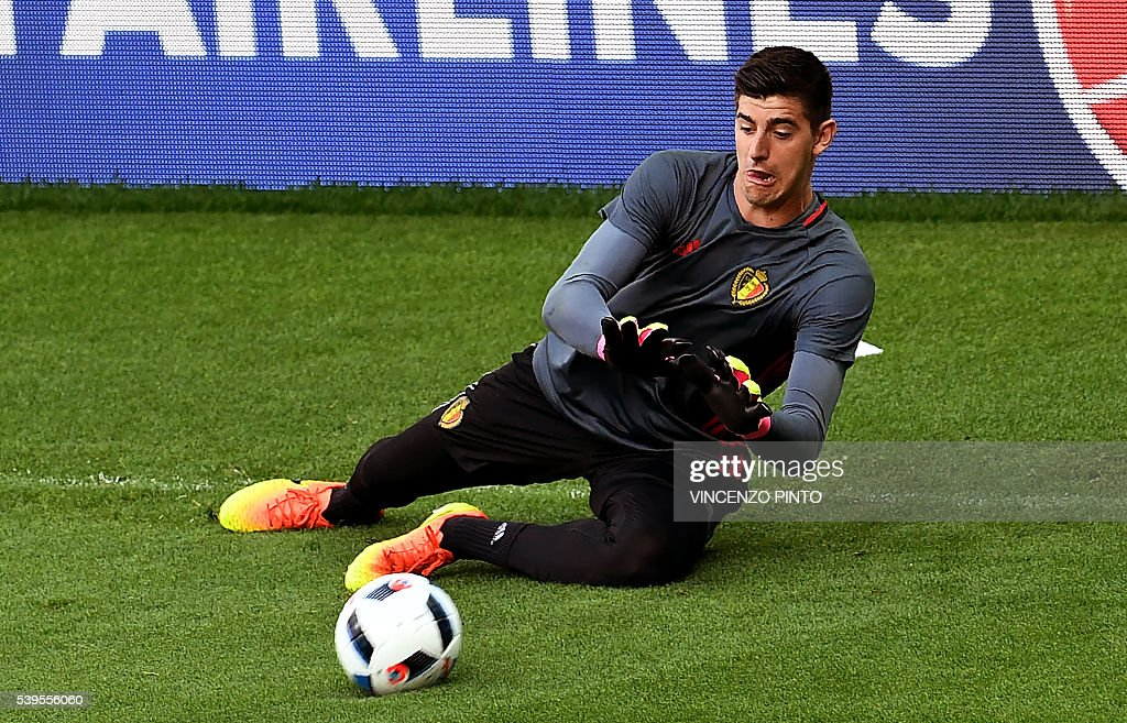 Belgium's goakeeper Thibaut Courtois attends a training session at the Stade de Lyon on June 12, 2016 on the eve of their opening match against Italy for the EURO 2016 football tournamnet. / AFP / VINCENZO