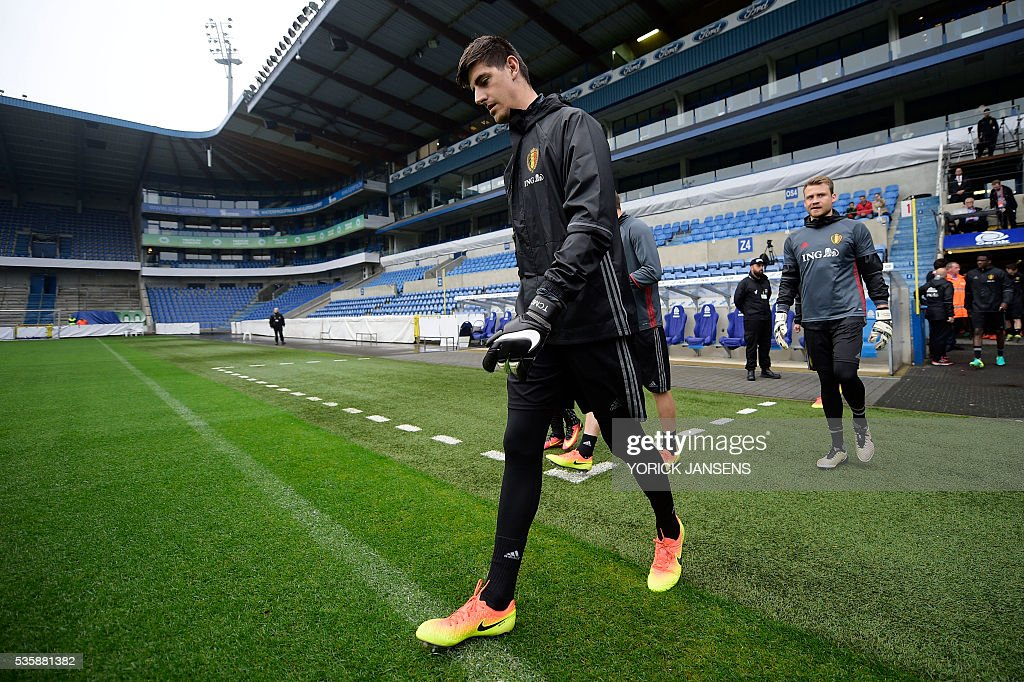 Belgium's goalkeeper Thibaut Courtois arrives for a training session of the Belgian national football team, the Red Devils, on the first day of a training camp in Genk, on May 30, 2016, in preparation for the UEFA Euro 2016 European football championship. / AFP / BELGA / YORICK JANSENS / Belgium OUT