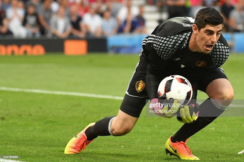 Belgium's goalkeeper Thibaut Courtois catches the ball during the Euro 2016 round of 16 football match between Hungary and Belgium at the Stadium Municipal in Toulouse on June 26, 2016. / AFP / PASCAL