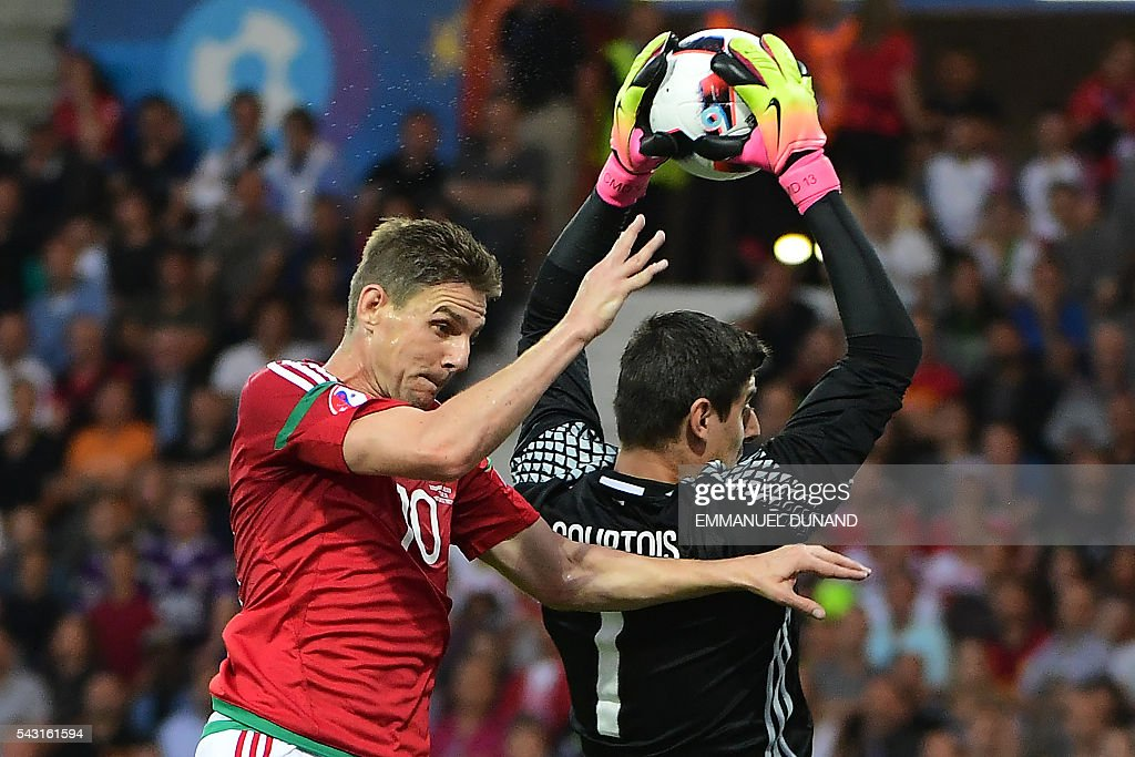 Belgium's goalkeeper Thibaut Courtois (R) catches the ball next to Hungary's midfielder Zoltan Gera during the Euro 2016 round of 16 football match between Hungary and Belgium at the Stadium Municipal in Toulouse on June 26, 2016. / AFP / EMMANUEL