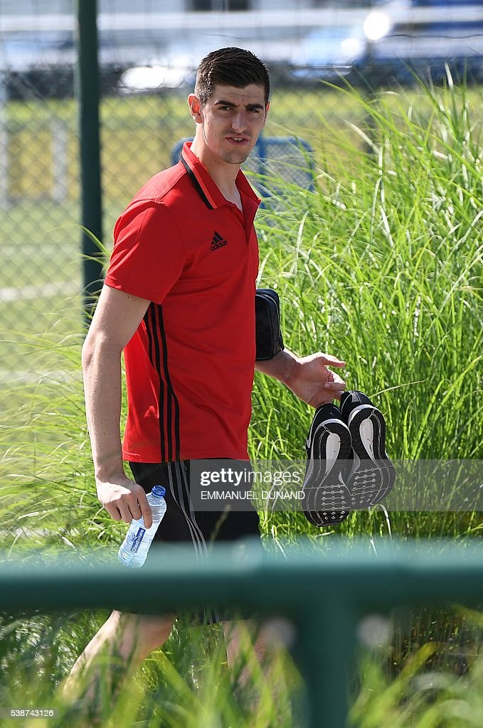 Belgium's goalkeeper Thibaut Courtois leaves a training session two days ahead of the start of the Euro 2016 European football championships at Le Haillan, on June 8, 2016. / AFP / EMMANUEL
