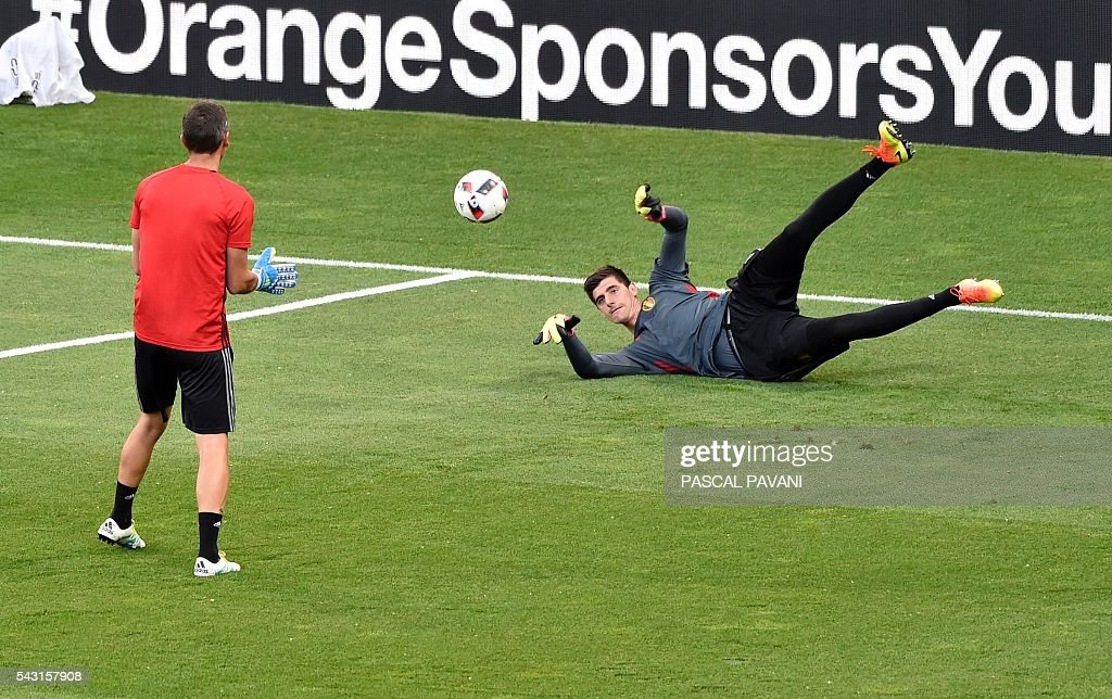 Belgium's goalkeeper Thibaut Courtois warms-up during the Euro 2016 round of 16 football match between Hungary and Belgium at the Stadium Municipal in Toulouse on June 26, 2016. / AFP / Pascal PAVANI