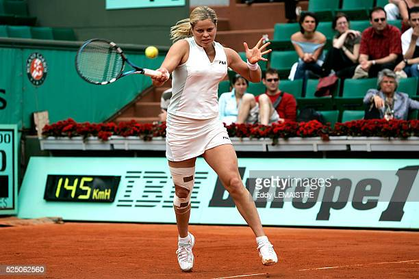 Belgium's Kim Clijsters faces topseed Lindsay Davenport during their fourth round match at the 2005 French Open tennis tournament at Roland Garros...