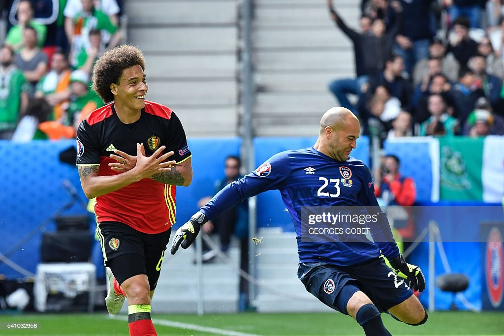 TOPSHOT - Belgium's midfielder Axel Witsel celebrates past Ireland's goalkeeper Darren Randolph (R) after scoring a goal during the Euro 2016 group E football match between Belgium and Ireland at the Matmut Atlantique stadium in Bordeaux on June 18, 2016. / AFP / GEORGES