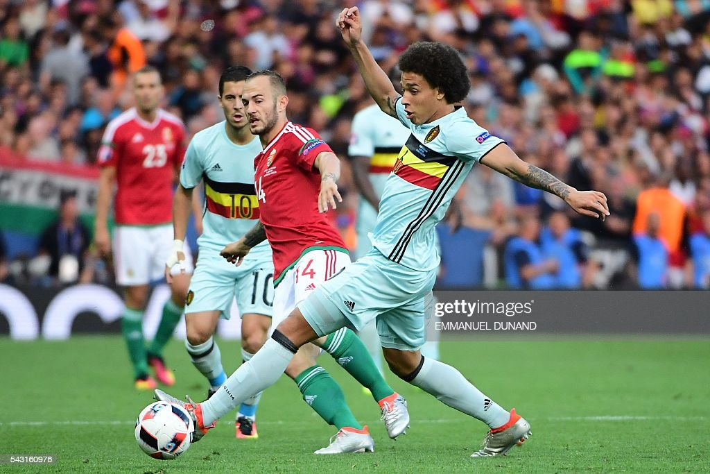 Belgium's midfielder Axel Witsel (R) vies for the ball with Hungary's forward Gergo Lovrencsics during the Euro 2016 round of 16 football match between Hungary and Belgium at the Stadium Municipal in Toulouse on June 26, 2016. / AFP / EMMANUEL
