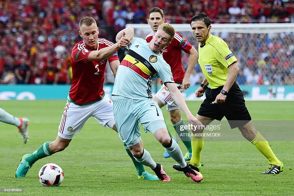 Belgium's midfielder Kevin De Bruyne (R) vies for the ball with Hungary's defender Adam Lang (L) during the Euro 2016 round of 16 football match between Hungary and Belgium at the Stadium Municipal in Toulouse on June 26, 2016. / AFP / ATTILA
