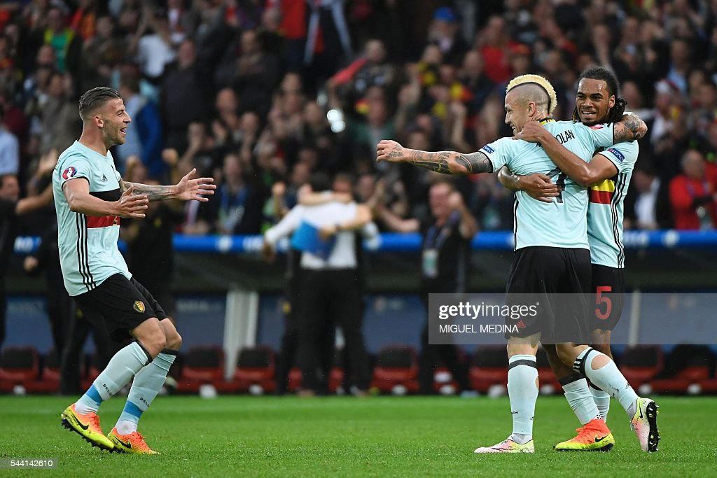 Belgium's midfielder Radja Nainggolan (C) celebrates with Belgium's defenders Jason Denayer (R) and Toby Alderweireld after scoring a goal during the Euro 2016 quarter-final football match between Wales and Belgium at the Pierre-Mauroy stadium in Villeneuve-d'Ascq near Lille, on July 1, 2016. / AFP / MIGUEL