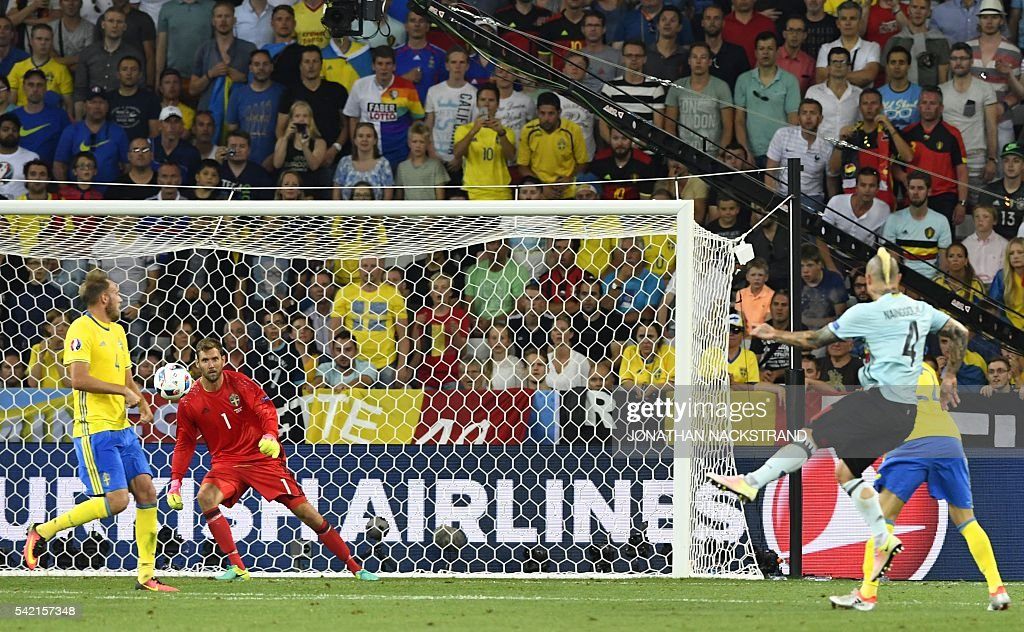 Belgium's midfielder Radja Nainggolan (R) shoots to score a goal during the Euro 2016 group E football match between Sweden and Belgium at the Allianz Riviera stadium in Nice on June 22, 2016. / AFP / JONATHAN