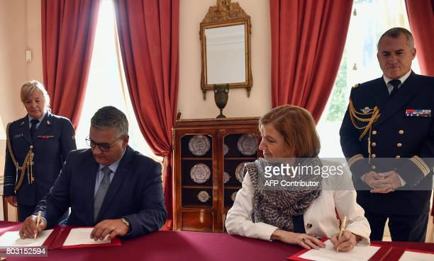 Belgium's Minister of Defence and Public Service Steven Vandeput and French Defence Minister Florence Parly sign a declaration of intent between...