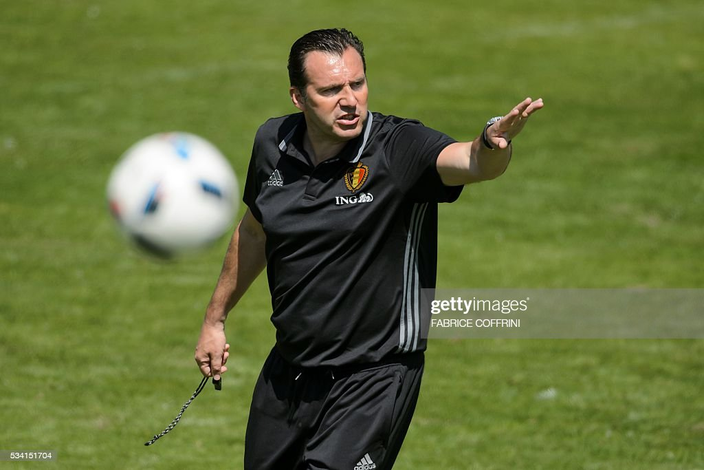 Belgium's national football team coach Marc Wilmots gestures during a training at the Juan-Antonio-Samaranch on May 25, 2016 in Lausanne. The Belgian team is in Lausanne for a training camp in preparation for the UEFA EURO 2016 soccer championship in France / AFP / FABRICE