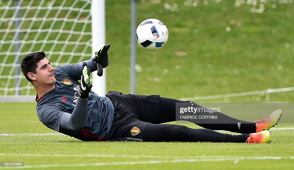 Belgium's national football team goalkeeper Thibaut Courtois takes part in a training session on the eve of the friendly match Switzerland vs Belgium on May 27, 2016 in Lausanne. The Belgian team is in Lausanne for a training camp in preparation for the UEFA Euro 2016 football championship in France. / AFP / FABRICE