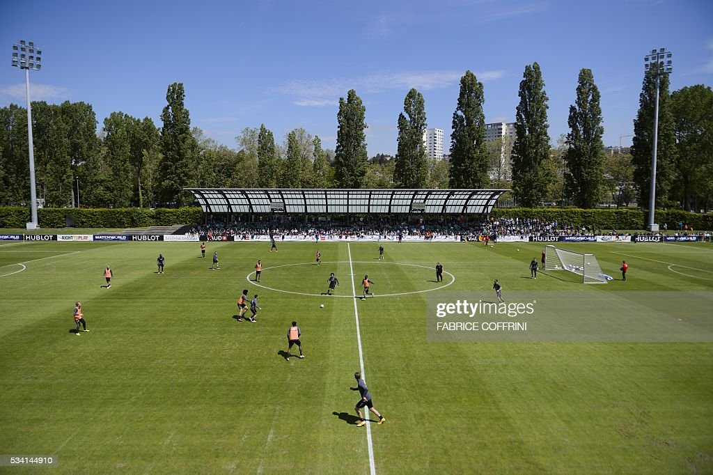 Belgium's national football team players take part in a training at the Juan-Antonio-Samaranch stadium on May 25, 2016 in Lausanne. The Belgian team is in Lausanne for a training camp in preparation for the UEFA EURO 2016 soccer championship in France / AFP / FABRICE