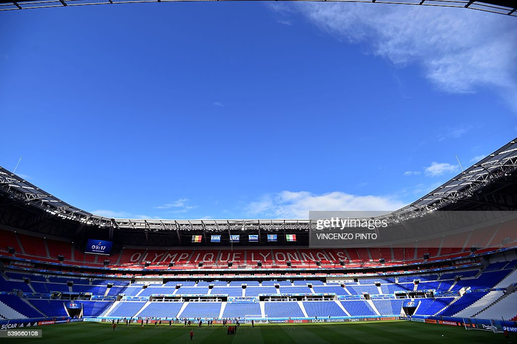 Belgium's national football team's players attend a training session at the Stade de Lyon on June 12, 2016 on the eve of their opening match against Italy for the EURO 2016 football tournamnet. / AFP / VINCENZO