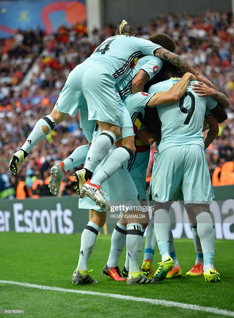 Belgium's players celebrate their goal during the Euro 2016 round of 16 football match between Hungary and Belgium at the Stadium Municipal in Toulouse on June 26, 2016. / AFP / Rémy GABALDA