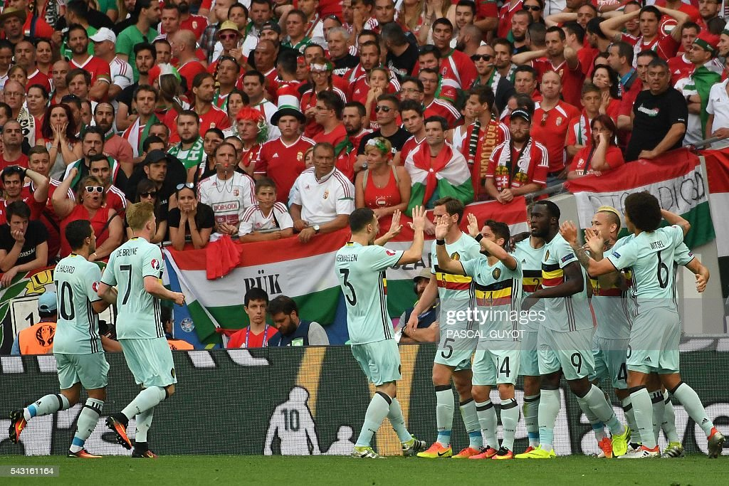 Belgium's players celebrates after scoring the opening goal during the Euro 2016 round of 16 football match between Hungary and Belgium at the Stadium Municipal in Toulouse on June 26, 2016. / AFP / PASCAL