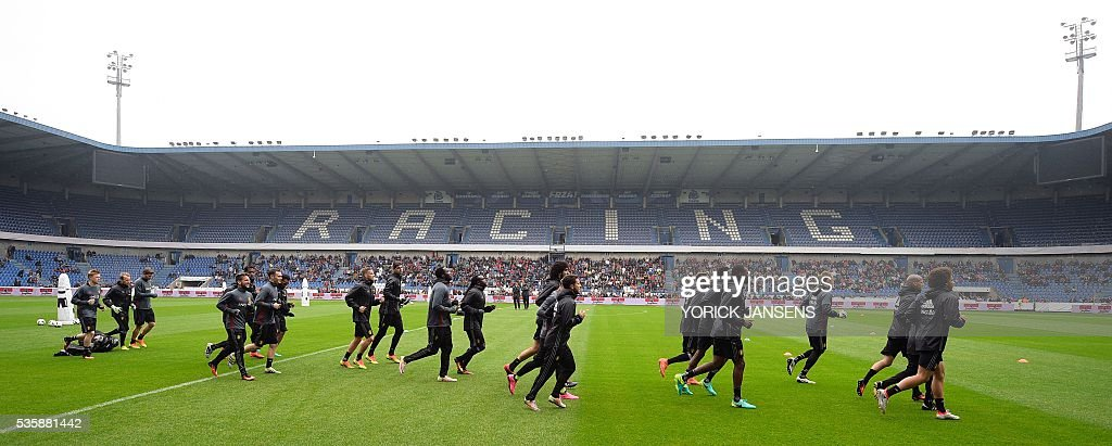 Belgium's players run during a training session of the Belgian national football team, the Red Devils, on the first day of a training camp in Genk, on May 30, 2016, in preparation for the UEFA Euro 2016 European football championship. / AFP / BELGA / YORICK JANSENS / Belgium OUT