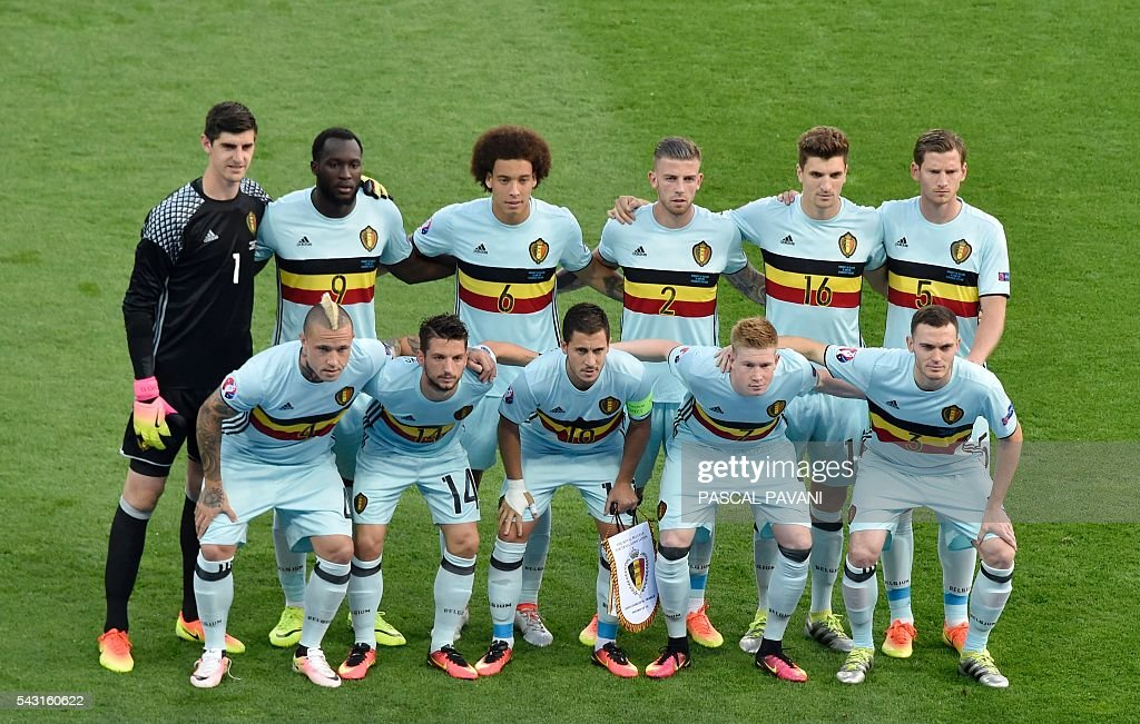 Belgium's starting eleven pose for a group picture during the Euro 2016 round of 16 football match between Hungary and Belgium at the Stadium Municipal in Toulouse on June 26, 2016. / AFP / Pascal PAVANI