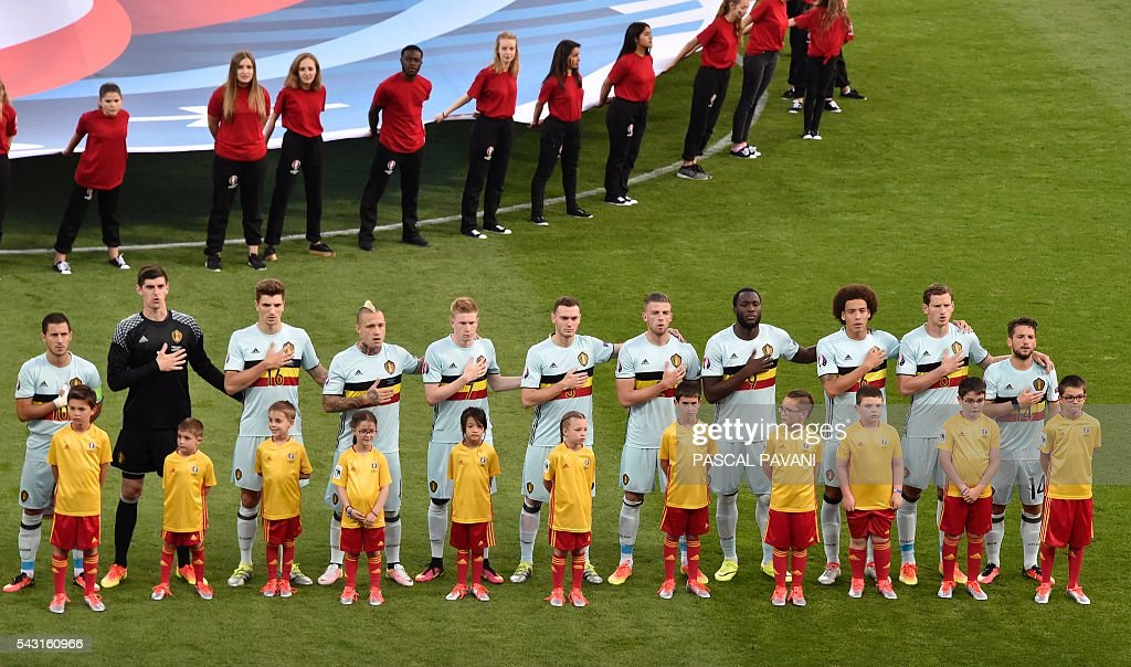 Belgium's starting eleven sing their national anthem during the Euro 2016 round of 16 football match between Hungary and Belgium at the Stadium Municipal in Toulouse on June 26, 2016. / AFP / Pascal PAVANI
