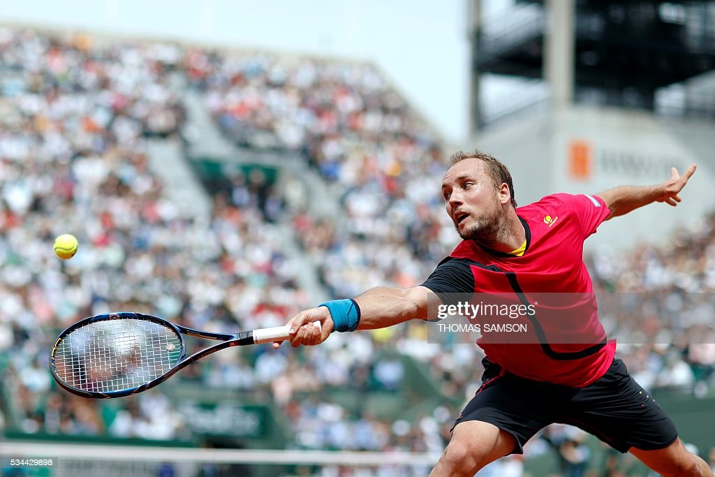 Belgium's Steve Darcis returns the ball to Serbia's Novak Djokovic during their men's second round match at the Roland Garros 2016 French Tennis Open in Paris on May 26, 2016. / AFP / Thomas SAMSON