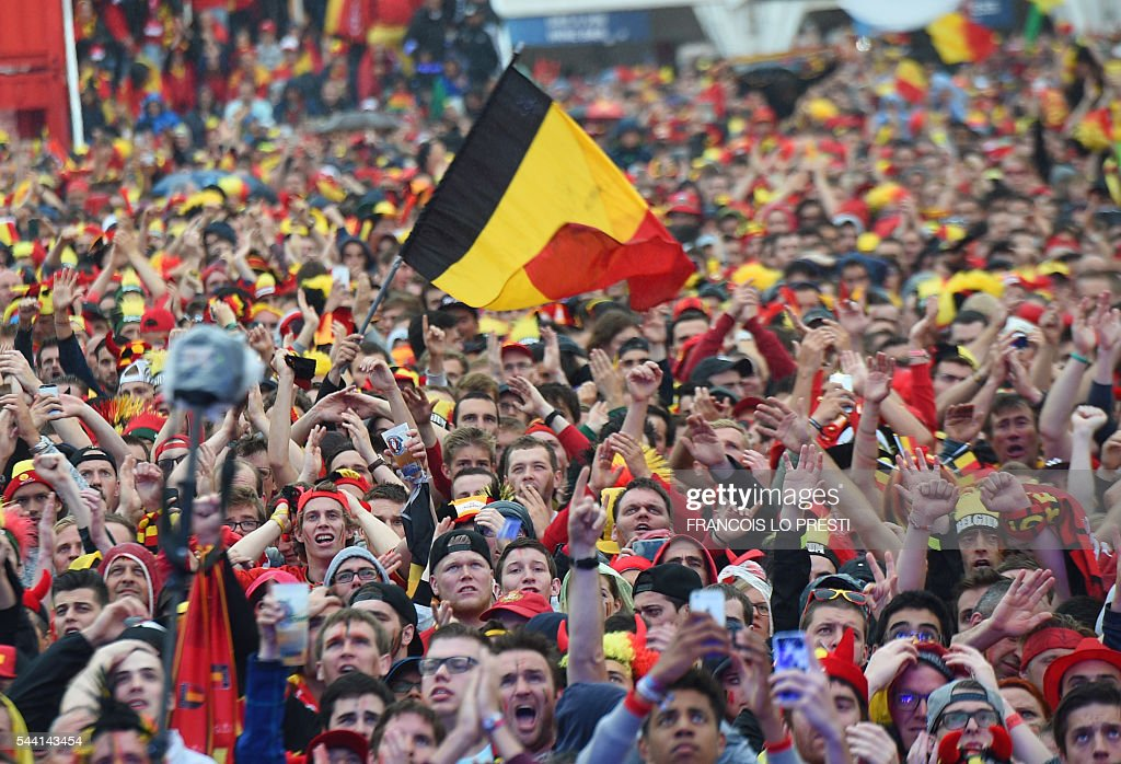 Belgium's supporters gather at the fan zone of the General De Gaulle square in Lille, northern France, on July 1, 2016 to watch the Euro 2016 football match between Belgium and Wales. / AFP / FRANCOIS