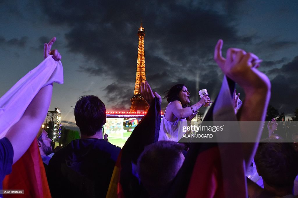Belgium's supporters react as they watch on a giant screen the Euro 2016 round of 16 football match between Hungary and Belgium at the Champs-de-Mars fan zone in Paris on June 26, 2016. / AFP / ALAIN