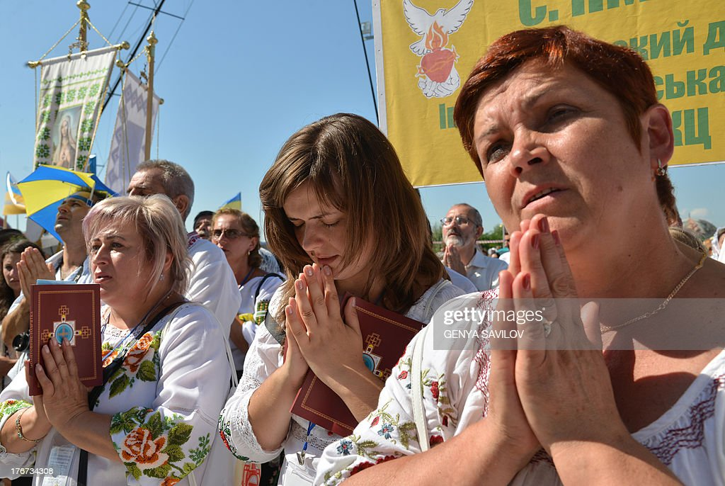 Believers pray in Kiev on August 18, 2013 during the Rite of the Blessing of the Patriarchal Cathedral of the Ukrainian Greek-Catholic Church.