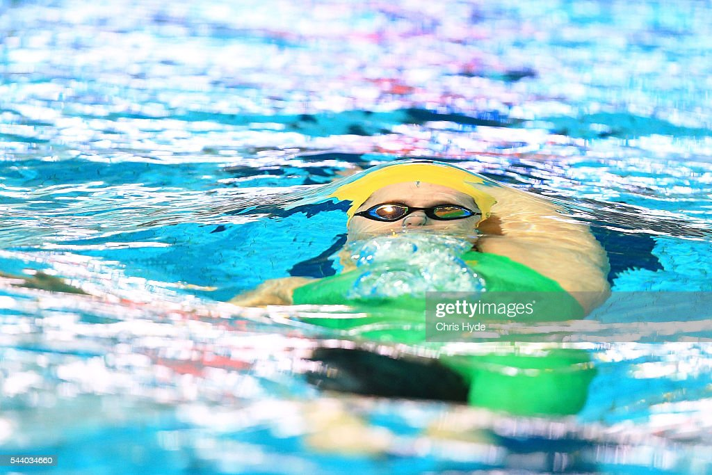 <a gi-track='captionPersonalityLinkClicked' href=/galleries/search?phrase=Belinda+Hocking+-+Swimmer&family=editorial&specificpeople=13413770 ng-click='$event.stopPropagation()'>Belinda Hocking</a> swims in the 200 Metre backstoke during the 2016 Australian Swimming Grand Prix at the Chandler Sports Centre on July 1, 2016 in Brisbane, Australia.