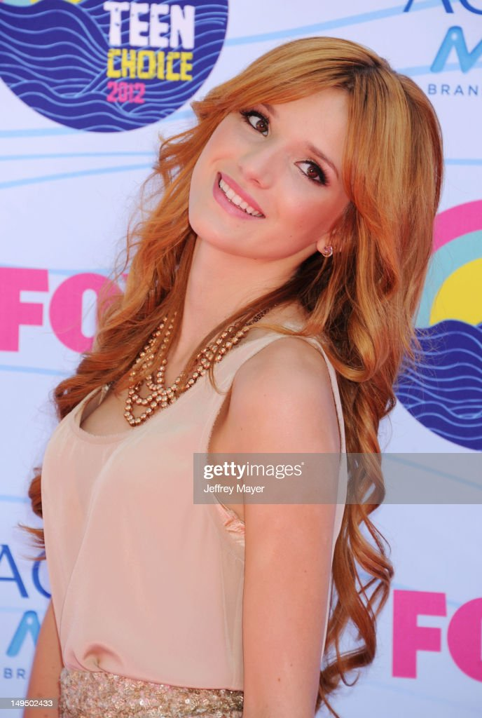 Bella Thorne arrives at the 2012 Teen Choice Awards at Gibson Amphitheatre on July 22, 2012 in Universal City, California.