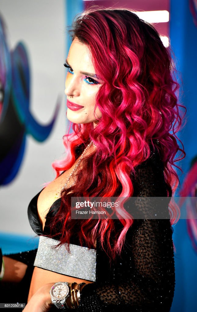 Bella Thorne arrives at the Teen Choice Awards 2017 at Galen Center on August 13, 2017 in Los Angeles, California.
