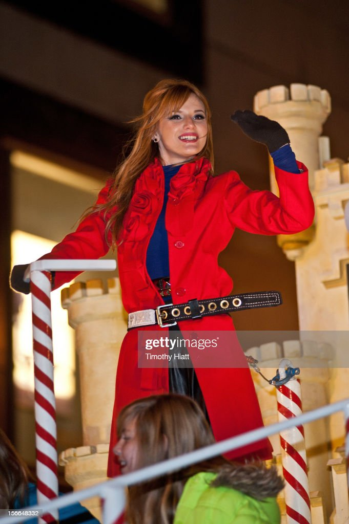 <a gi-track='captionPersonalityLinkClicked' href=/galleries/search?phrase=Bella+Thorne&family=editorial&specificpeople=5083663 ng-click='$event.stopPropagation()'>Bella Thorne</a> attends the 2012 Magnificent Mile Lights Festival on November 17, 2012 in Chicago, Illinois.