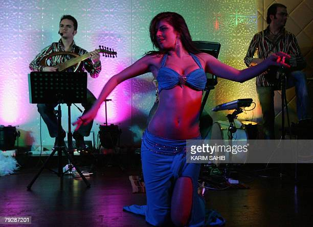 A bellydancer performs with her band at a Lebanese restaurant in Dubai late 27 January 2008 AFP PHOTO/Karim SAHIB