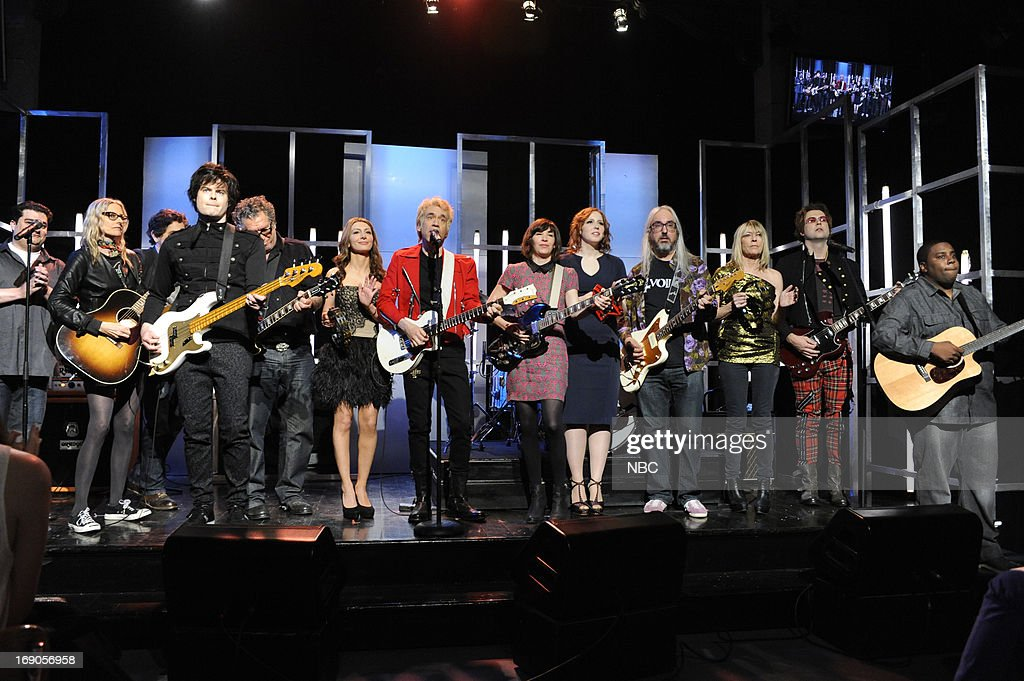 LIVE -- 'Ben Affleck' Episode 1641 -- Pictured: (l-r) Bobby Moynihan, Aimee Mann, Michael Penn, Bill Hader, Steve Jones, Nasim Pedrad, Fred Armisen, Carrie Brownstein, Vanessa Bayer, J Mascis, Kim Gordon, Taran Killam, <a gi-track='captionPersonalityLinkClicked' href=/galleries/search?phrase=Kenan+Thompson&family=editorial&specificpeople=215158 ng-click='$event.stopPropagation()'>Kenan Thompson</a> during a skit on May 18, 2013 --