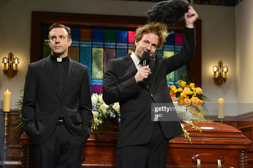 LIVE -- 'Ben Affleck' Episode 1641 -- Pictured: (l-r) Jason Sudeikis and Ben Affleck during a skit on May 18, 2013 --