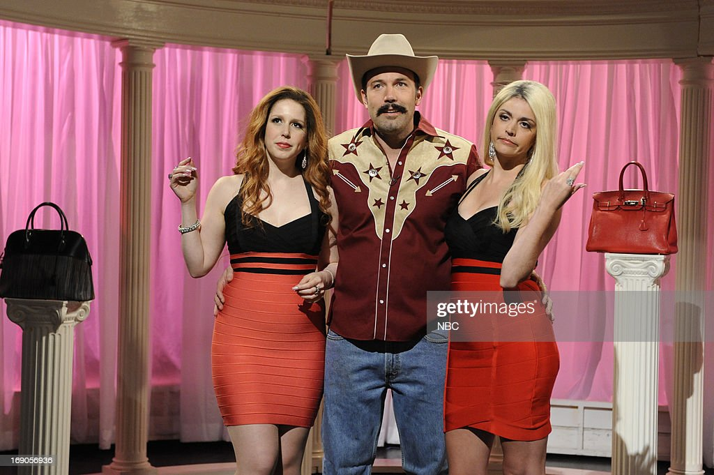 LIVE -- 'Ben Affleck' Episode 1641 -- Pictured: (l-r) Vanessa Bayer, Ben Affleck and Cecily Strong during a skit on May 18, 2013 --