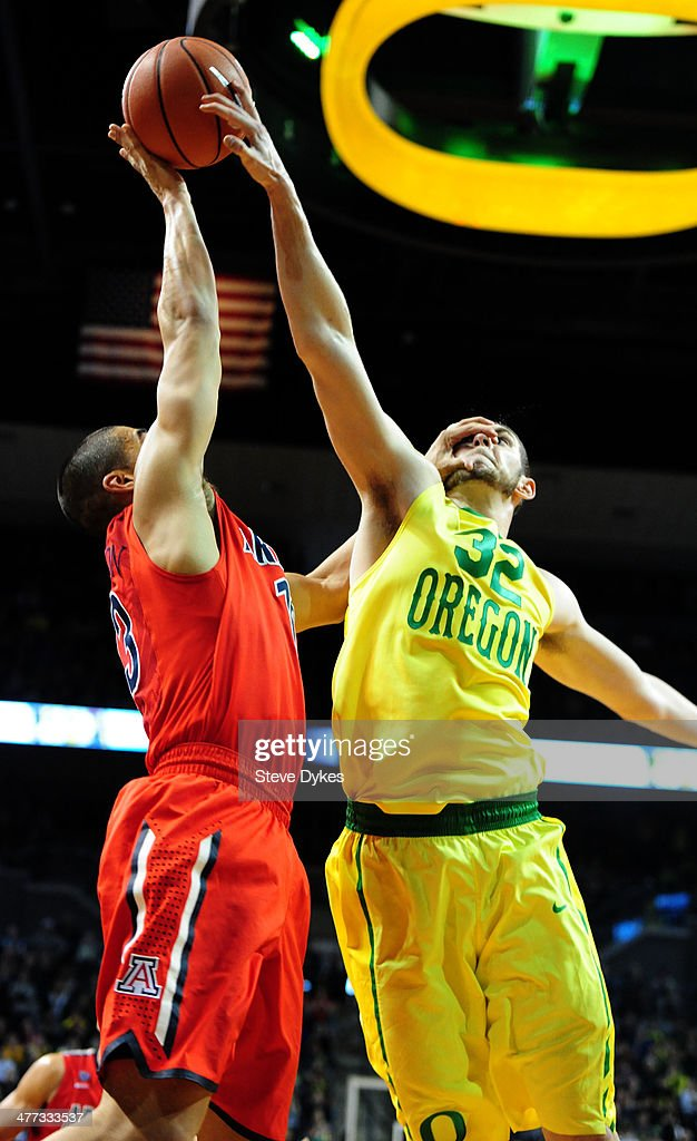 Ben Carter #32 of the Oregon Ducks blocks the shot of Nick Johnson #13 of the Arizona Wildcats late in the second half of the game at Matthew Knight Arena on March 8, 2014 in Eugene, Oregon. Oregon won the game 64-57.