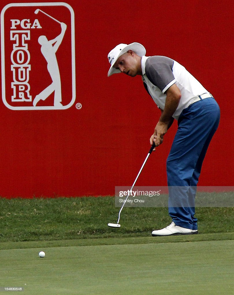 <a gi-track='captionPersonalityLinkClicked' href=/galleries/search?phrase=Ben+Crane&family=editorial&specificpeople=588003 ng-click='$event.stopPropagation()'>Ben Crane</a> of USA putts on the 18th hole during day three of the CIMB Classic at The MINES Resort & Golf Club on October 27, 2012 in Kuala Lumpur, Malaysia.