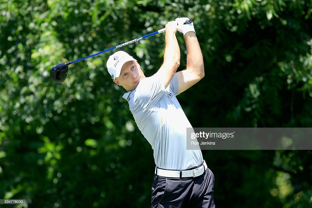 Ben Crane plays his shot from the sixth tee during the Second Round of the DEAN & DELUCA Invitational at Colonial Country Club on May 27, 2016 in Fort Worth, Texas.