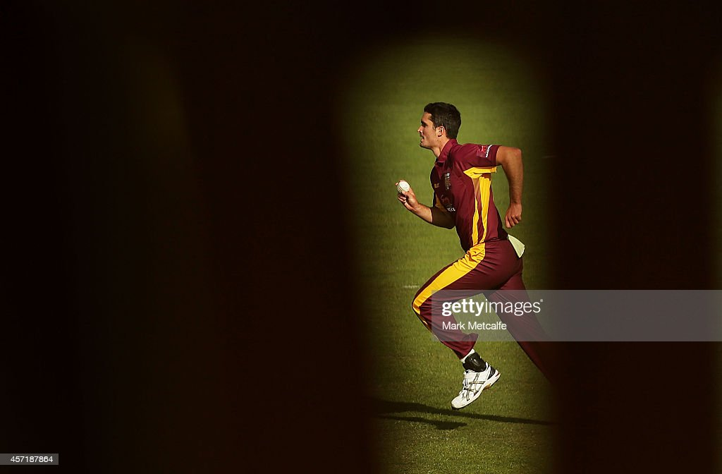 <a gi-track='captionPersonalityLinkClicked' href=/galleries/search?phrase=Ben+Cutting&family=editorial&specificpeople=4537947 ng-click='$event.stopPropagation()'>Ben Cutting</a> of Queensland bowls during the Matador BBQs Cup match between Queensland and Victoria at North Sydney Oval on October 14, 2014 in Sydney, Australia.