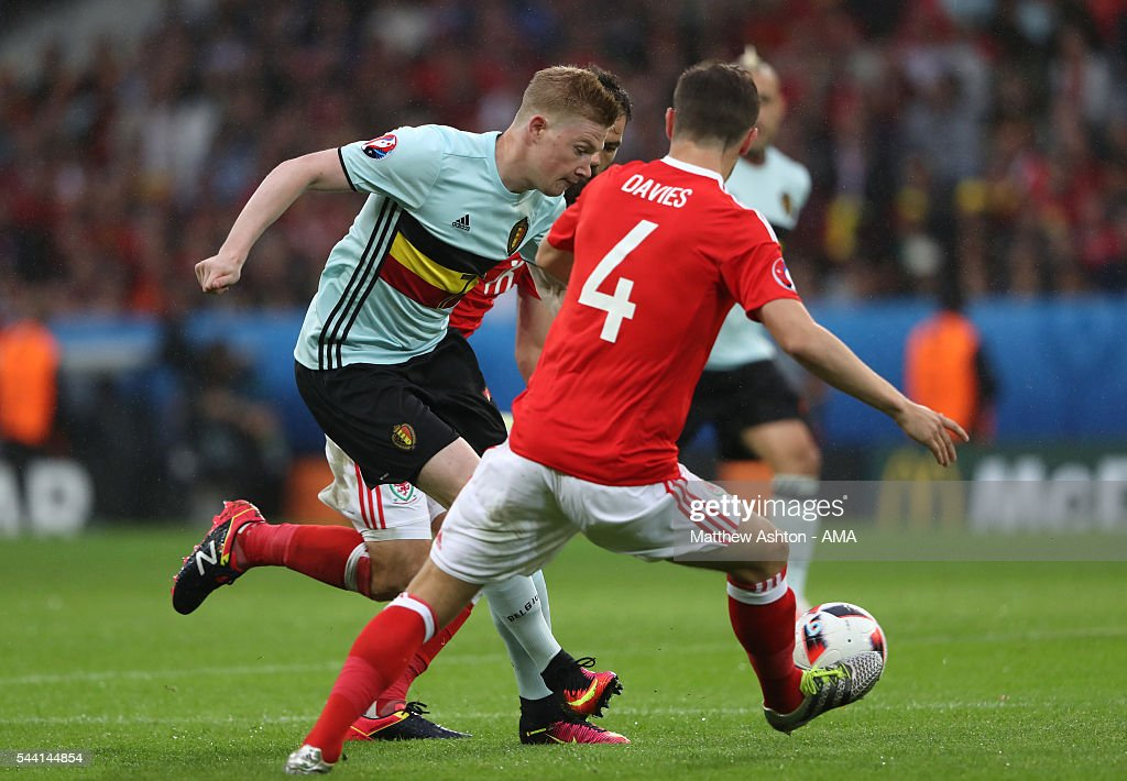 <a gi-track='captionPersonalityLinkClicked' href=/galleries/search?phrase=Ben+Davies+-+Soccer+Player+-+Born+1993&family=editorial&specificpeople=13494398 ng-click='$event.stopPropagation()'>Ben Davies</a> of Wales challenges <a gi-track='captionPersonalityLinkClicked' href=/galleries/search?phrase=Kevin+De+Bruyne&family=editorial&specificpeople=6165471 ng-click='$event.stopPropagation()'>Kevin De Bruyne</a> of Belgium during the UEFA Euro 2016 quarter final match between Wales and Belgium at Stade Pierre-Mauroy on July 1, 2016 in Lille, France.