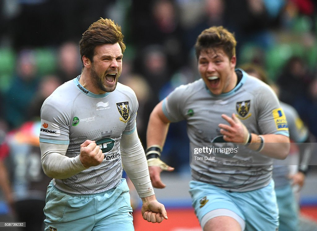 <a gi-track='captionPersonalityLinkClicked' href=/galleries/search?phrase=Ben+Foden&family=editorial&specificpeople=542798 ng-click='$event.stopPropagation()'>Ben Foden</a> of Northampton Saints celebrates scoring the winning try during the Aviva Premiership match between Harlequins and Northampton Saints at Twickenham Stoop on February 6, 2016 in London, England. (Photo by Tom Dulat/Getty Images).