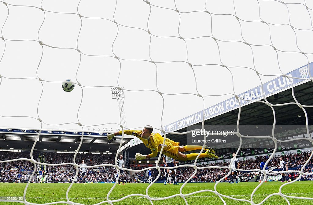 Ben Foster of West Brom fails to stop the shot by Romelu Lukaku of Everton for the opening goal during the Barclays Premier League match between West Bromwich Albion and Everton at The Hawthorns on September 13, 2014 in West Bromwich, England.