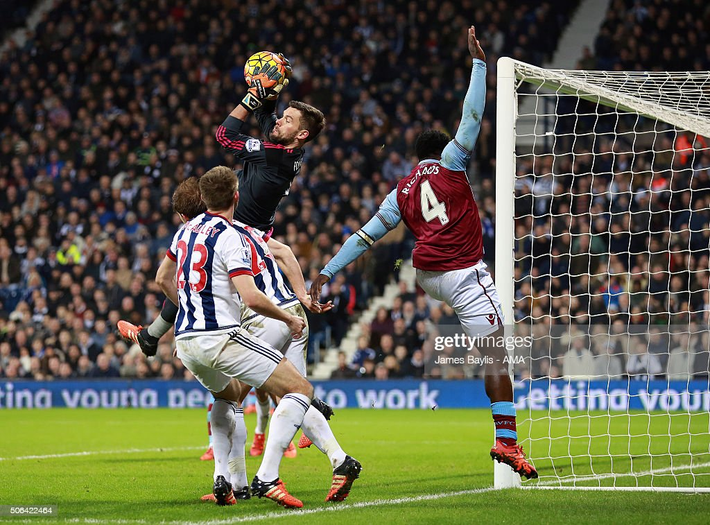 <a gi-track='captionPersonalityLinkClicked' href=/galleries/search?phrase=Ben+Foster+-+Voetballer&family=editorial&specificpeople=5333104 ng-click='$event.stopPropagation()'>Ben Foster</a> of West Bromwich Albion claims the ball ahead of <a gi-track='captionPersonalityLinkClicked' href=/galleries/search?phrase=Micah+Richards&family=editorial&specificpeople=647038 ng-click='$event.stopPropagation()'>Micah Richards</a> of Aston Villa during the Barclays Premier League match between West Bromwich Albion and Aston Villa at The Hawthorns on January 23, 2016 in West Bromwich, England.