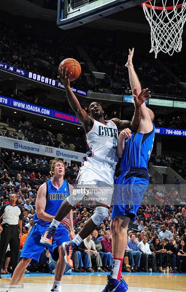 Ben Gordon #8 of the Charlotte Bobcats drives to the basket vs the Dallas Mavericks at Time Warner Cable Arena on November 10, 2012 in Charlotte, North Carolina.